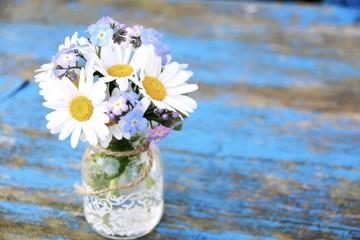 Blumenstrauß - Gänseblümchen und Vergissmeinnicht