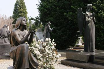 Engel auf dem Friedhof Cimiteri Cittadini in Mailand