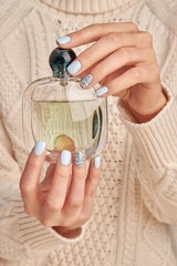 Fototapete - Beautiful glass bottle with perfume.