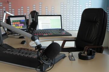 Recording studio talk radio in Kiev. On-line translation.