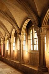 Voûtes du cloître de la basilique de Vézelay en Bourgogne, France