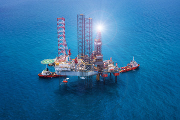 Offshore oil rig drilling platform/Offshore oil rig drilling platform in the gulf of Thailand