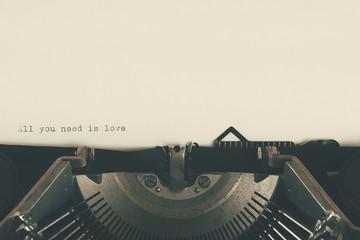 maquina de escribir con texto de amor