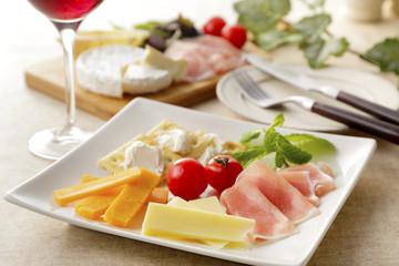 チーズと生ハムのオードブル Cheese and raw ham hors d 'oeuvres