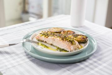 Salmone patete e pistacchi
