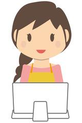 かわいいロングヘアの主婦 パソコン
