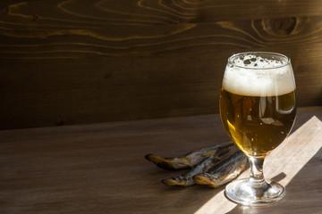 Бокал пива и вяленая корюшка