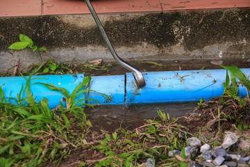plumber cut  repair plumbing broken pipe