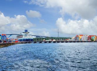 Карибы Остров Кюрасао. Мост