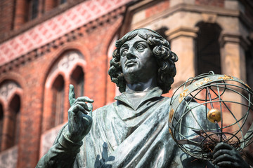 Monument of great astronomer Nicolaus Copernicus, Torun, Poland Fototapete