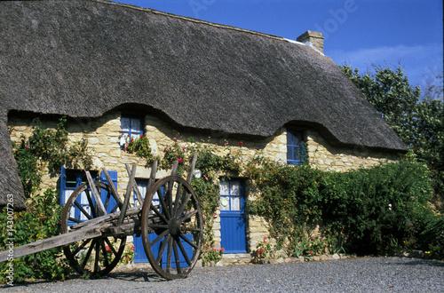 Belle Maison Traditionnelle En Toit De Chaume Parc De Brire