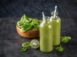 Spinach, bananas and kiwi