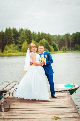 Как стоят в загсе жених и невеста