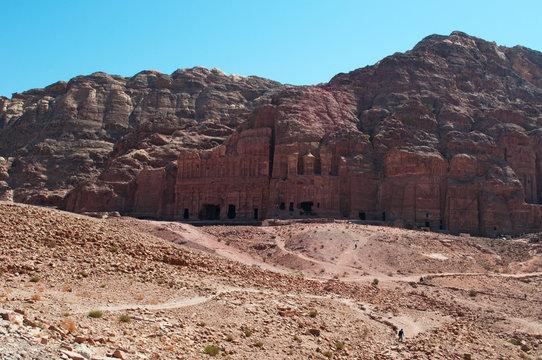 Giordania, Medio Oriente, 02/10/2013: il Muro dei Re con le Tombe Reali, enormi strutture funerarie scolpite nella roccia ai piedi della montagna nella città archeologica di Petra