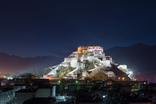 the potala palace at night