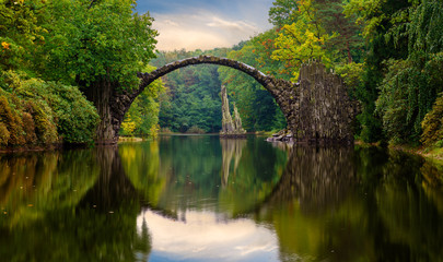 Autumn, cloudy evening over Devil's bridge in the park Kromlau, Germany 壁紙(ウォールミューラル)