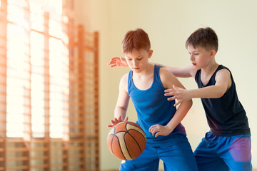 Two boys playng backetball