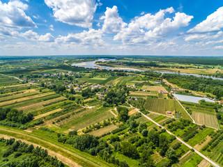 Krajobraz wiejski z lotu ptaka. Rzeka Wisła.