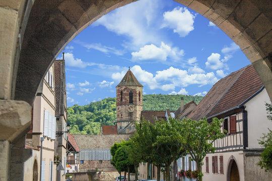 Le centre ville et les vignobles de Rosheim, Alsace, Bas Rhin