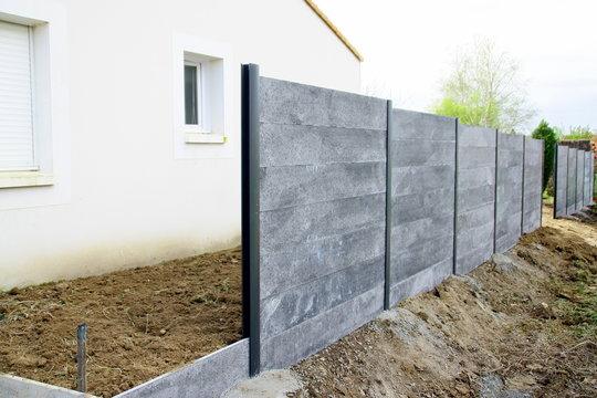 pose de clôture en béton gris