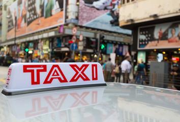 Taxi Schild mit Stadt Hintergrund