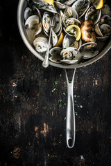Steamed Clams with White Wine, Garlic and Parsley