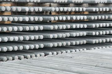 電柱工場のバックヤード