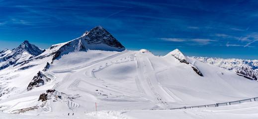 Panoramaansicht Skigebiet Hintertux Gletscher in den Zillertaler Alpen, Österreich