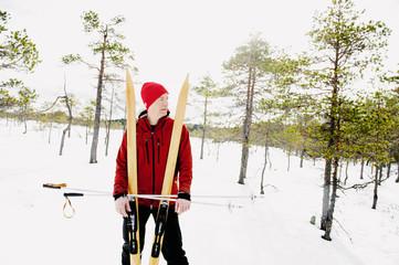 Sweden, Vastmanland, Bergslagen, Kindla Naturreservat, Mature man taking break from skiing in forest