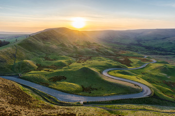 Sunset at Mam Tor in the Peak District with long winding road leading through valley. Fototapete