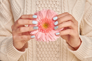 Fototapete - Delicate blue manicure with crystals.