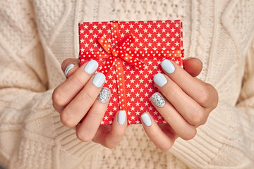 Fototapete - Beautiful little red gift with a star print.