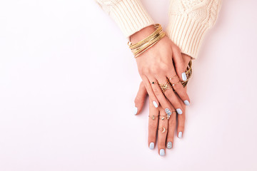 Fototapete - Female hands in rings and bracelets on a white background.