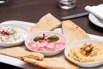 Papiers peints Entree restaurant starter meal of a sharing platter of dips with bread