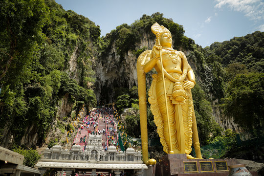 Entrance to batu caves with murugan statue