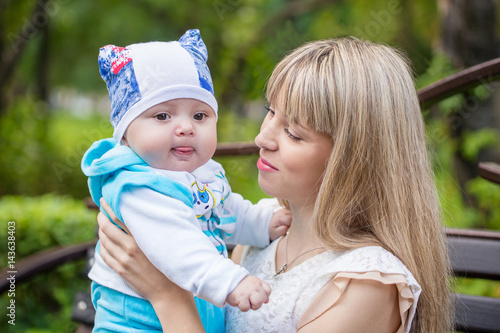 Сын смотрит как мам фото 121-421