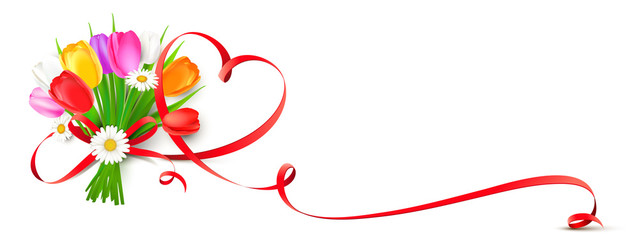 Bunter Blumenstrauß mit Tulpen, Margeriten und geschwungener Herz Schleife