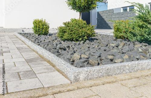 Moderner steingarten stockfotos und lizenzfreie bilder auf bild 143664666 - Moderner steingarten ...
