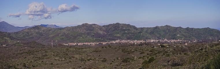 foto panoramica della città di linguaglossa