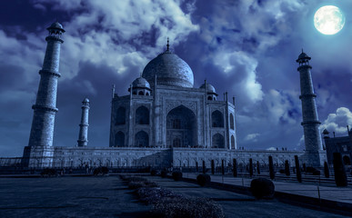 Foto auf Gartenposter Kunstdenkmal Taj Mahal Agra in moon light effect. Taj Mahal is a white marble mausoleum built by Mughal emperor Shah Jahan on the banks of river Yamuna. A UNESCO World heritage site.