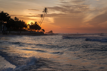 Восход солнца на берегу Индийского океана.