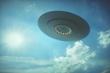 In de dag UFO UFO - Unidentified Flying Object. Alien spaceship under the sun.