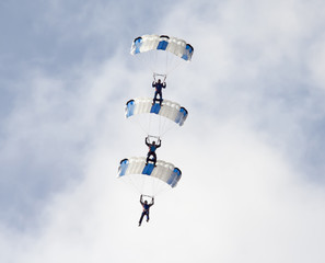 Photo sur Toile Aerien group of parachutistes