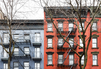 Fototapete - Blue and Red buildings in the East Village of New York City