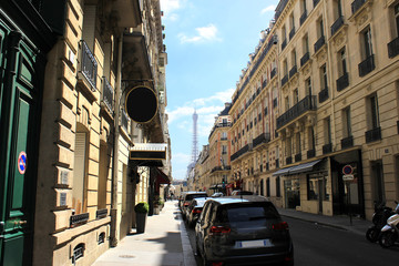 La Tour Eiffel au bout de la rue - Paris