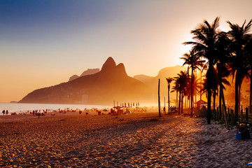 Photo sur Toile Brésil Ipanema beach in Rio de Janeiro on a gorgeous sunset