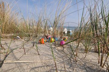 gestreifte Ostereier in den Dünen, Strandkörbe, Göhren, Rügen