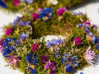 Trockenblumen Kranz als Osterschmuck