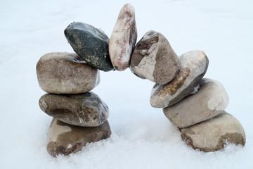 Steinbogen im Schnee