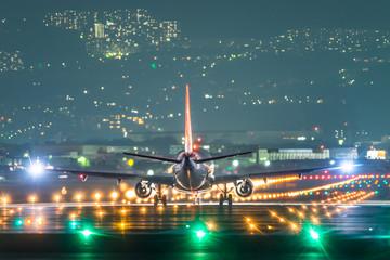 Airplane taking off in the night (夜の航空機離陸シーン)